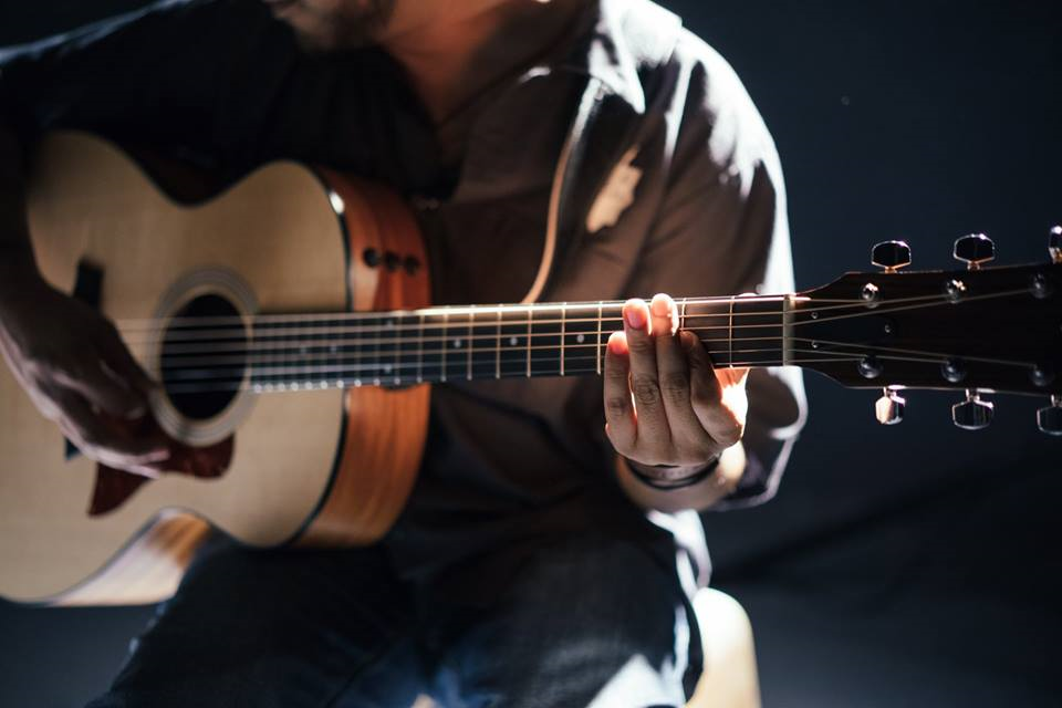 Image showing a close-up of a guitarist strumming a chord in guitar lessons